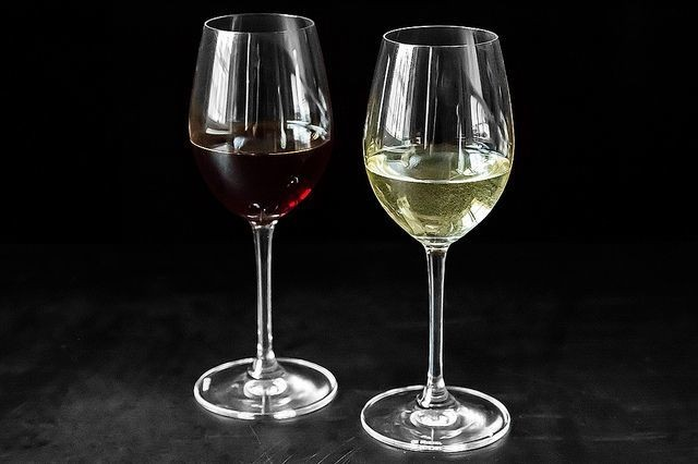 A Medieval Trick for Turning White Wine intoRed