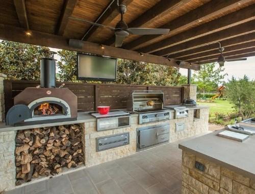 13 Backyard Kitchens That Make Us Want to LiveOutside