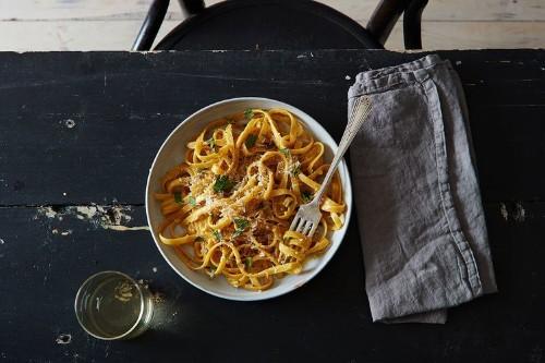 One-Pot Garlic Parmesan Pasta (a.k.a. the Lazy Cook's FettuccineAlfredo)