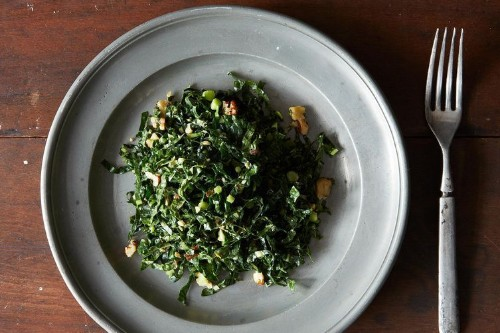 How to Make Kale and Mint Salad with Spicy Peanut Dressing