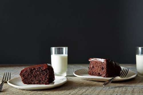 How to Make Chocolate Cake with Chocolate Sour Cream Icing