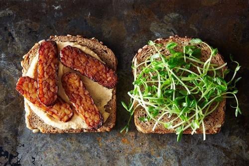 Smoky Tempeh and Hummus Sandwiches - Easy Vegan Recipes