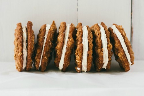 How to Make Oatmeal Cream Pies at Home