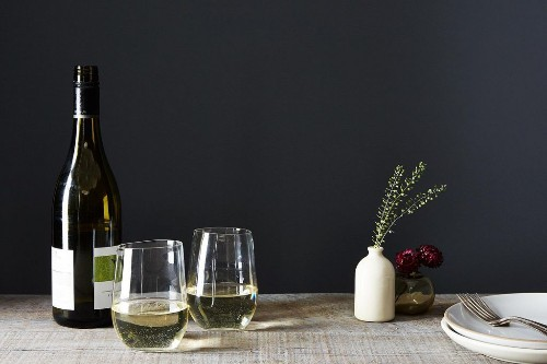 The Top 5 Do's and Don'ts of DrinkingWine