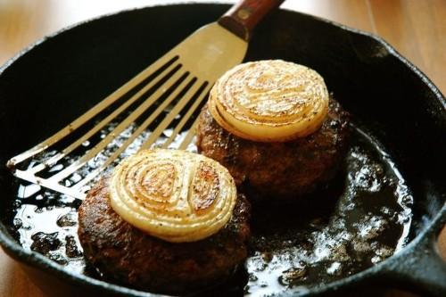 How to Make Oklahoma-Style Onion Burgers