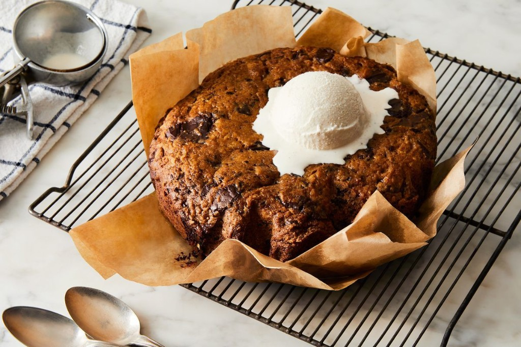 Slow-Cooker Chocolate Chip Cookie