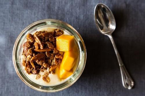 Mango Yogurt &Granola
