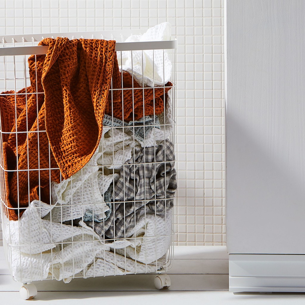 A Quick & Clean Guide to Washing Your Clothes by Hand