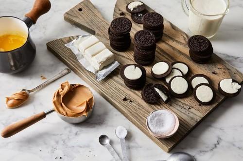 No-Bake Peanut Butter Bars Get the Oreo Treatment