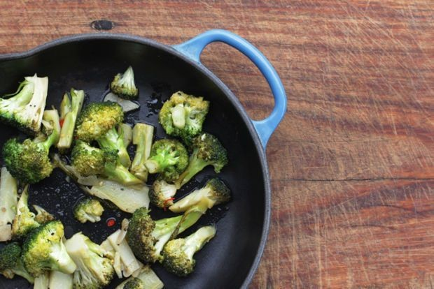 Broccoli with Garlic and Hot Pepper Recipe (Broccoli Strascinati)