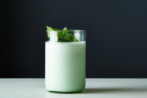 How to Make a Blended Grasshopper Shake - Genius Recipes