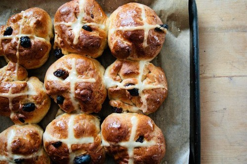 How to Make Hot Cross Buns forEaster