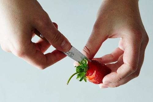 How to Hull Strawberries, 2Ways