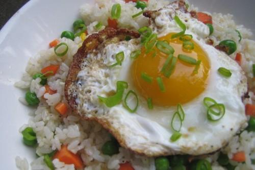 Crispy Fried Eggs on Garlic FriedRice