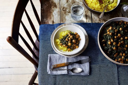 Creamy, Spicy Spinach & Chickpeas is Proof That the Ideal Weeknight MealExists