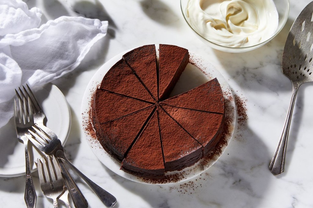 A Superior Flourless Chocolate Cake, Thanks to the Instant Pot