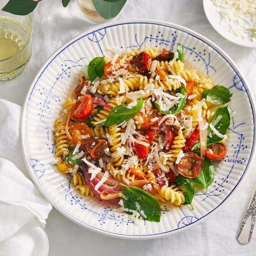 Balsamic-Roasted Cherry Tomato & Red Onion Pasta for Weeknight Dinners
