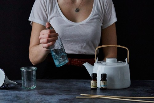How to Make an Oil Reed Diffuser (so your House Smells in a Good Way)