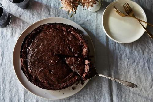 This Molten-ish Chocolate Cake Will Not SabotageYou