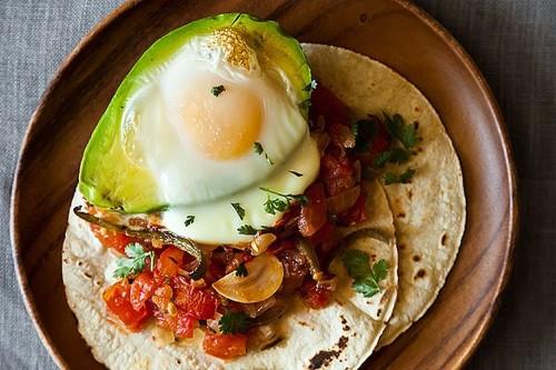 Avocado y HuevosCaliente