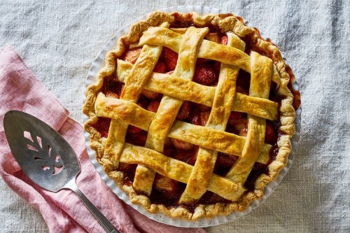 An Overnight Strawberry-Rhubarb Pie That's So Worth the Wait