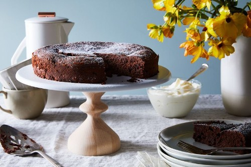 A Fancy French Chocolate Cake You'd Never Guess IsOne-Bowl