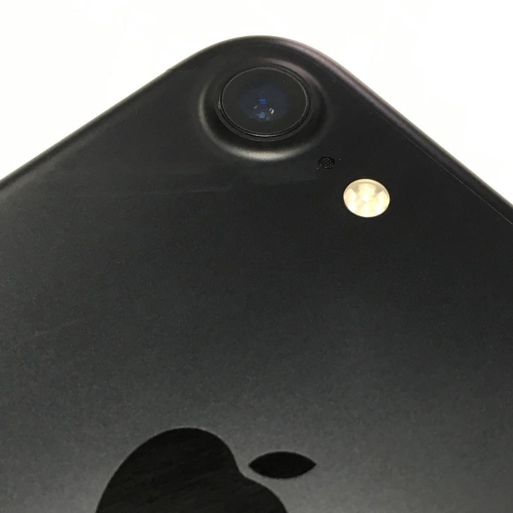 Apple Loop: Magical iPhone 8 Leaks, Apple Blocks Samsung, Major MacBook Pro Problems