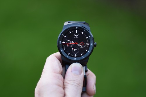LG G Watch R Review: Beats The Moto 360 Hands Down