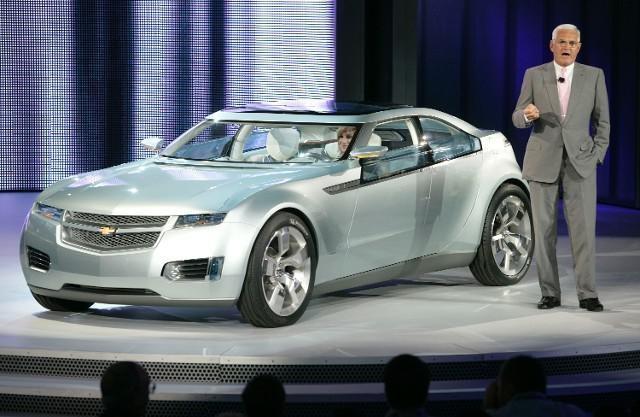 Tesla Model X 'Unbuildable,' Business Model 'Upside Down': Chevy Volt Guy Bob Lutz Doubles Down