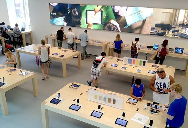 Don't Redesign Apple Stores To Sell Watches