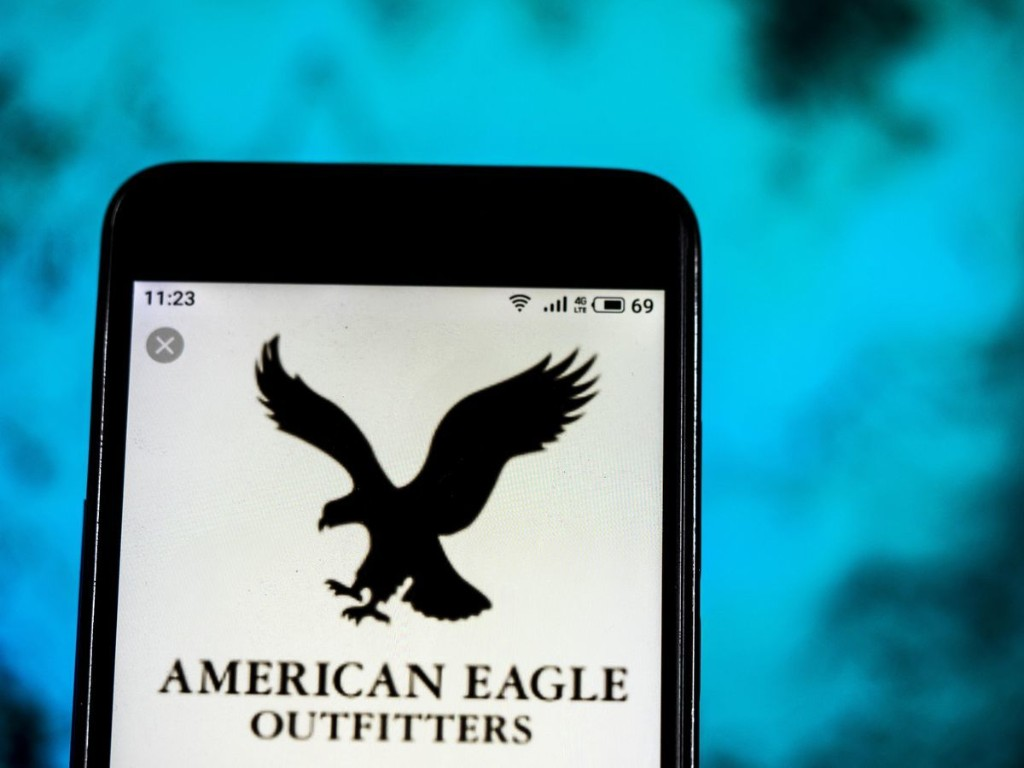 Here Is Why You Should Choose American Eagle Outfitters Over Gap
