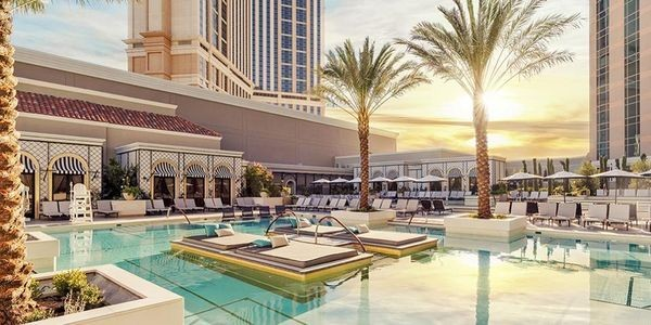 The New Pool That's Heating Up Las Vegas