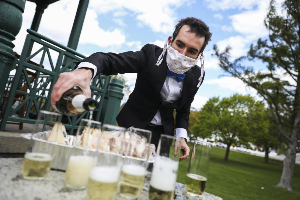Champagne In Crisis Talks–Grapes Might Be Destroyed Due To Poor Sales