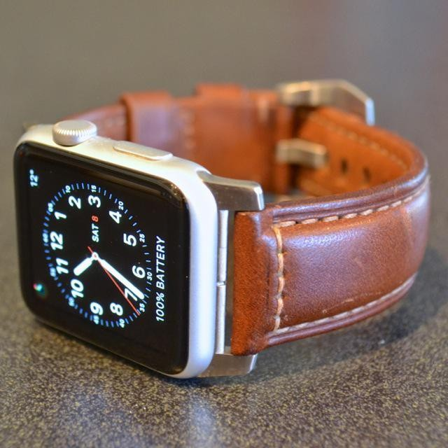 Nomad Horween Leather Strap Dresses Apple Watch, Charging Wallet Boosts iPhone