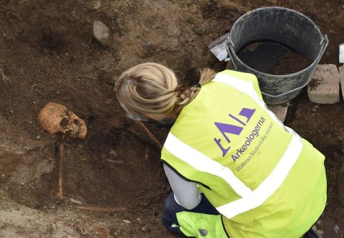 Viking Grave Discovery In Sweden Leaves Archaeologists Stunned