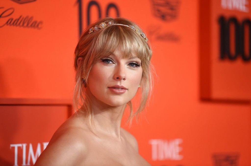 Taylor Swift Ties Janet Jackson For The Third-Most No. 1 Albums Among Women
