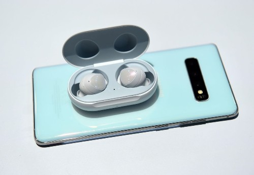Samsung Beats Apple As AirPods Face Embarrassing Defeat