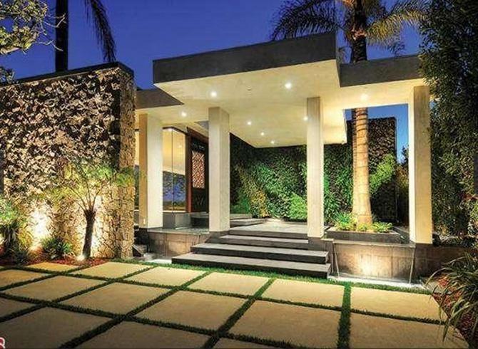 Buy Jennifer Aniston's Former Beverly Hills Rental For $9.9 Million