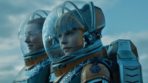 Netflix's 'Lost In Space' Is A Unique Family-Friendly(ish) Sci-Fi Adventure You Should Give A Chance