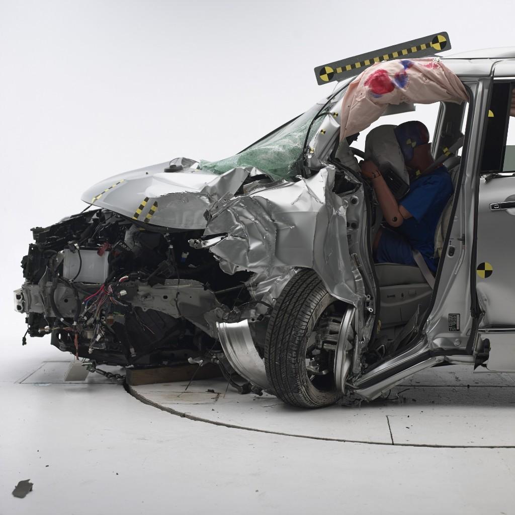 Minivan Crash Ratings  - Magazine cover