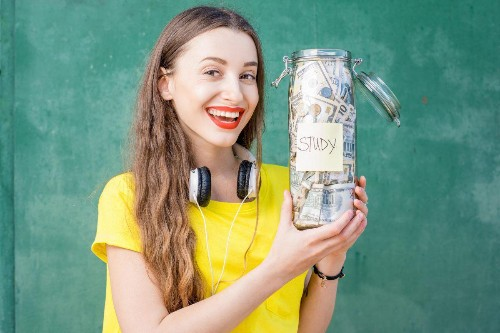 11 Ways College Students Can Save Money