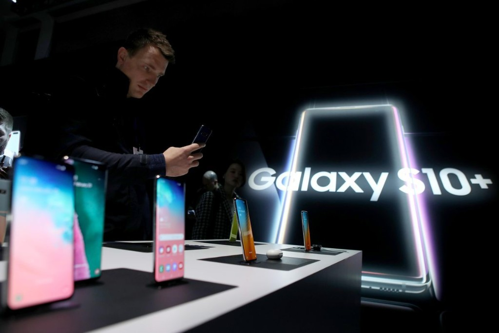 Warning As Samsung Smartphones Crippled By Latest Update, Factory Reset Needed