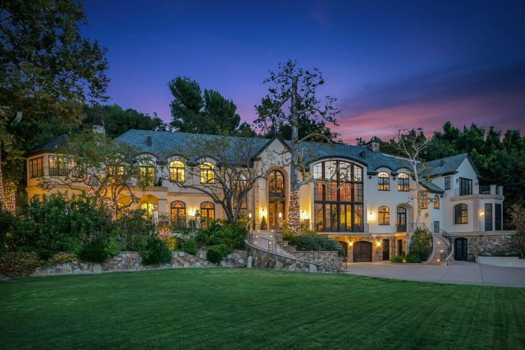 Rock Legend Gene Simmons Kisses His California Estate And High Taxes Goodbye