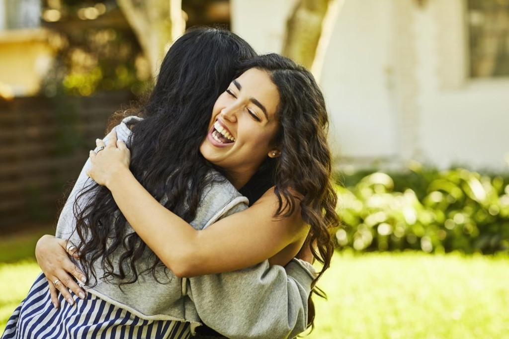 Here's How Science Says You Can Give The Perfect Hug (Once Social Distancing Is Over)