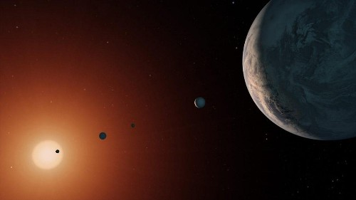 Compact Planetary System An 'Amazing New Laboratory'