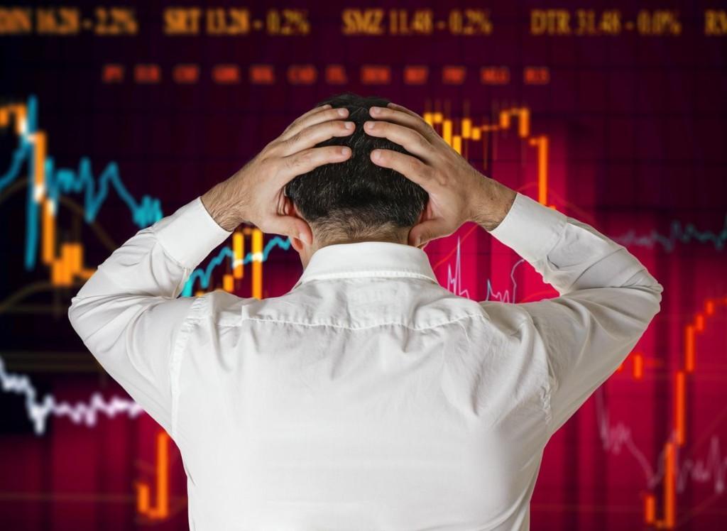 Stock Market Crash: The Battle Between Retail Traders And Smart Money