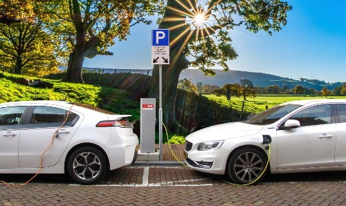 Electric Vehicle Growth Could See Oil Demand Peak By 2030