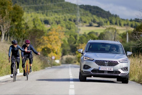 Finally, A Car Manufacturer Gets It Right On How To Correctly Pass Cyclists