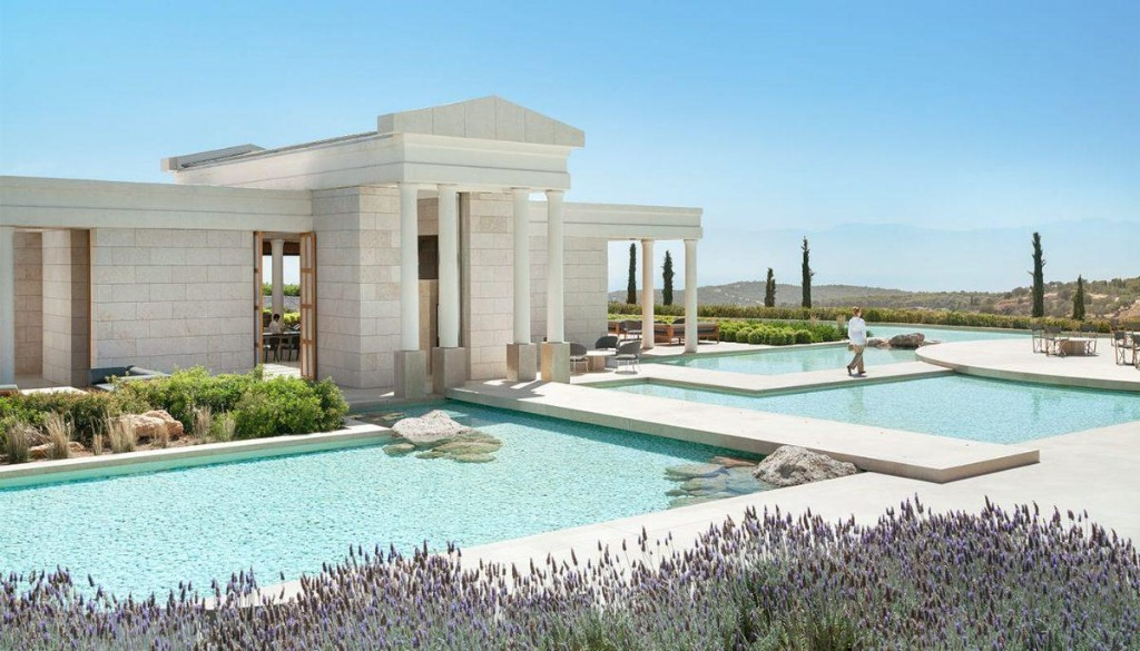 5 Extraordinary Luxury Resorts in Greece to Visit this Fall
