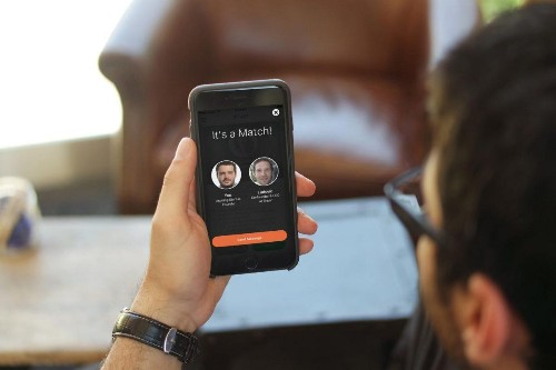 This App Makes Professional Networking As Easy As Swiping Right